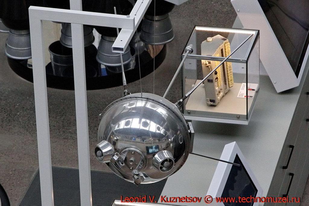 Автоматическая станция Луна-1 в павильоне Космос на ВДНХ