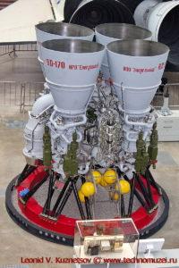 Двигатель РД-170 ракеты Энергия в павильоне Космос на ВДНХ