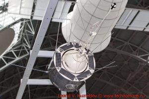 Масштабная модель спутника Космос-381 в павильоне Космос на ВДНХ