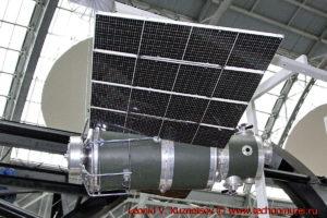 Масштабная модель спутника Метеор-1 в павильоне Космос на ВДНХ
