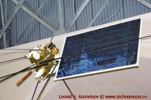 Макет спутника серии Ионосфера для мониторинга геофизической обстановки в павильоне Космос на ВДНХ