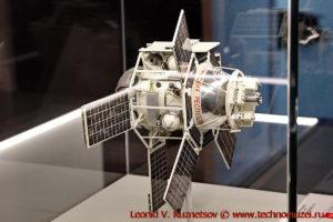 Масштабная модель спутника Интеркосмос в павильоне Космос на ВДНХ