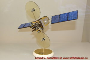 Масштабная модель спутника-ретранслятора Луч-5А в павильоне Космос на ВДНХ