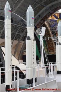 Ракеты-носители Ангара-1.2 и Ангара-3 в павильоне Космос на ВДНХ