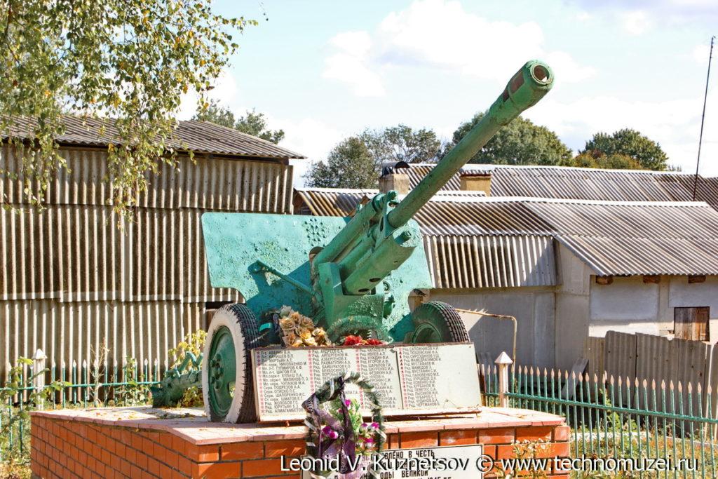 Пушка ЗиС-3 на мемориале в Туровке