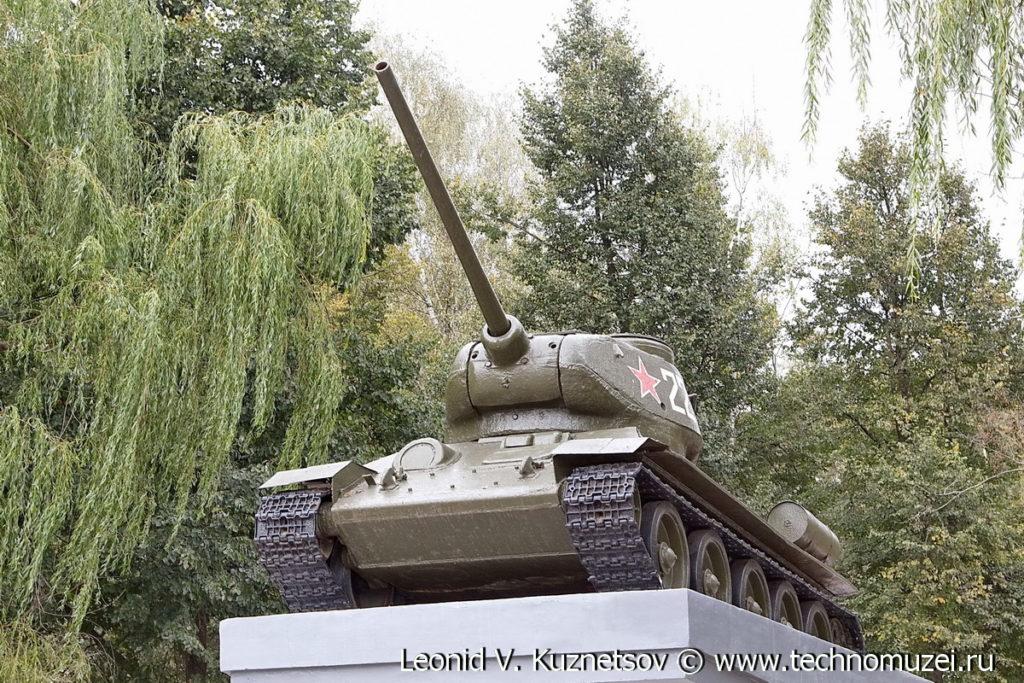 Памятник освободителям Болхова танк Т-34