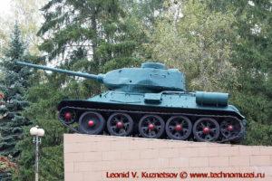 Танк Т-34-85 памятник в сквере танкистов в Мценске