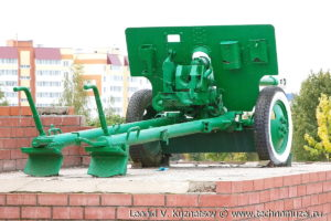 Пушка ЗиС-3 на мемориале защитникам Мценска