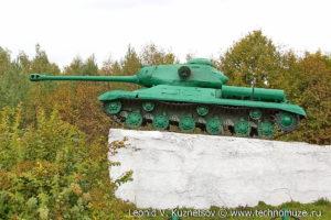 Памятник танк ИС-2 у деревни Одинок