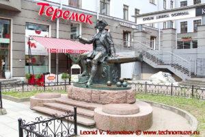 Памятник Бомбардиру Василию Корчмину на Васильевском острове в Санкт-Петербурге