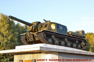Памятник ИСУ-152 в селе Сосково Орловской области