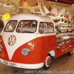 Volkswagen T1 стенд для продажи обуви в ТЦ Вегас на 66 км МКАД в Москве