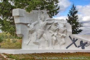 Пушки на мемориале у села Вяжи