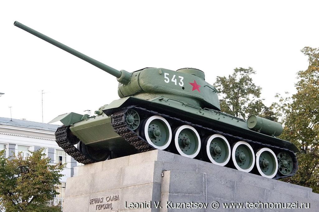 Танк Т-34-85 в сквере Танкистов в Орле