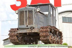 Памятник трактору Т-74 в селе Дедилово Тульской области