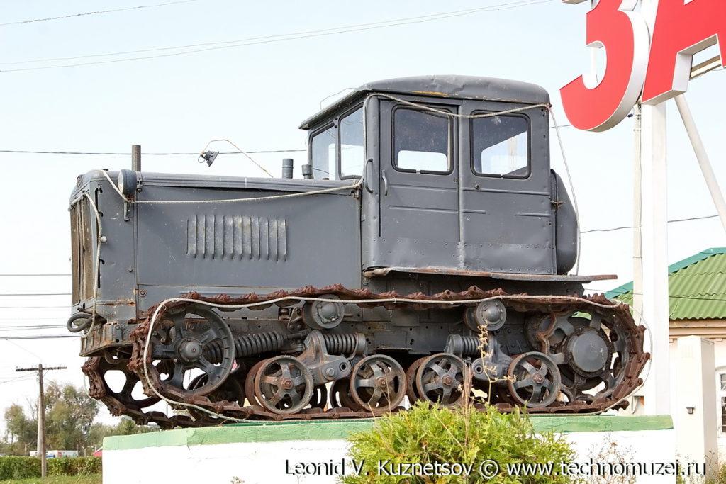 Памятник трактор Т-74 в Дедилово