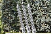 Стилизованные направляющие миномета Катюша в Измайловском парке, Москва