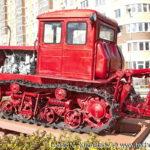 Памятник трактор Т-74 в Совхозе имени Ленина