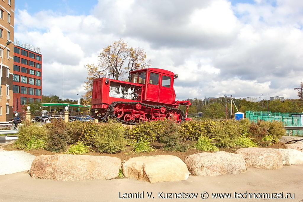 Ретро трактора в Совхозе имени Ленина