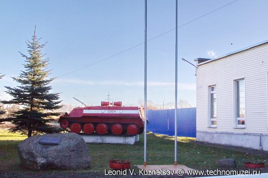 Памятник пожарному вездеходу ГТ-МУ в Костроме