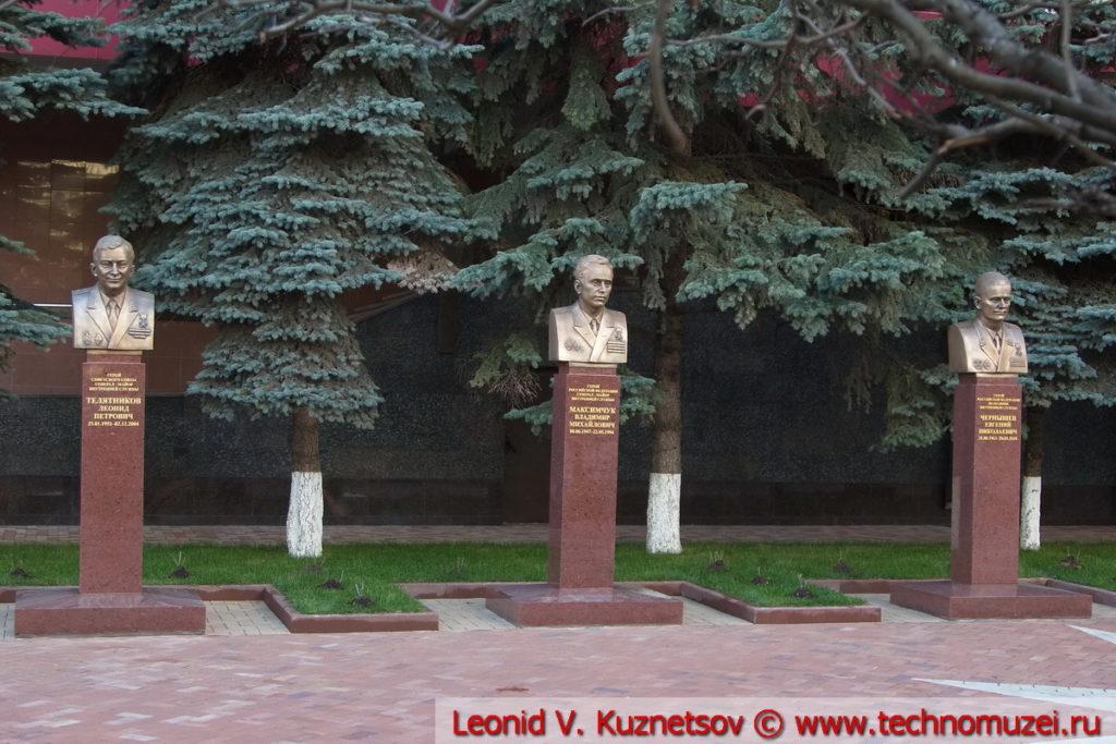 Аллея героев-пожарных у Академии МЧС в Москве