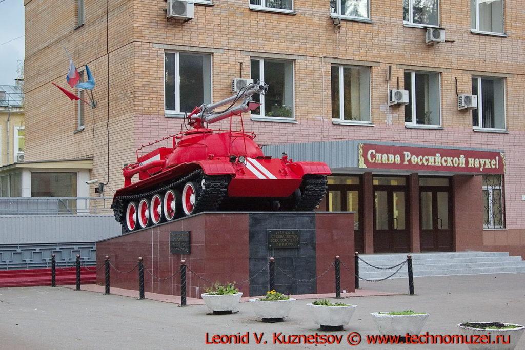 Памятник пожарному роботу Сойка в Балашихе