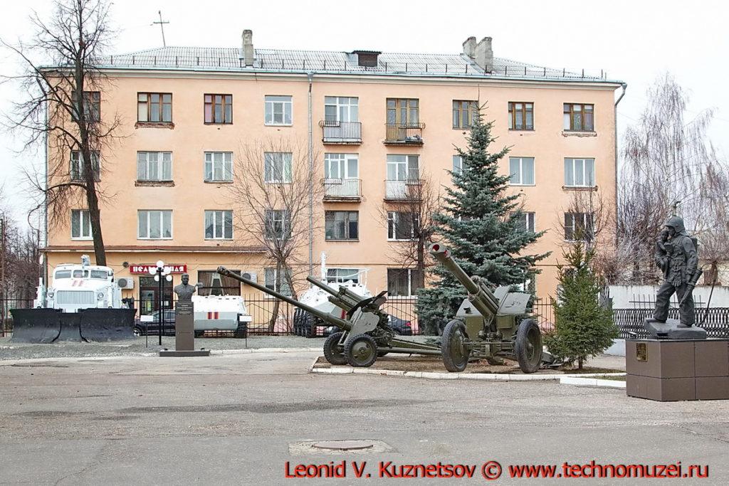 Выставка техники перед управлением МЧС во Владимире