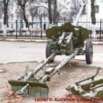 Пушка Д-48 перед областным управлением МЧС во Владимире
