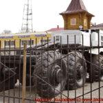 Тягач МАЗ-537 перед областным управлением МЧС во Владимире