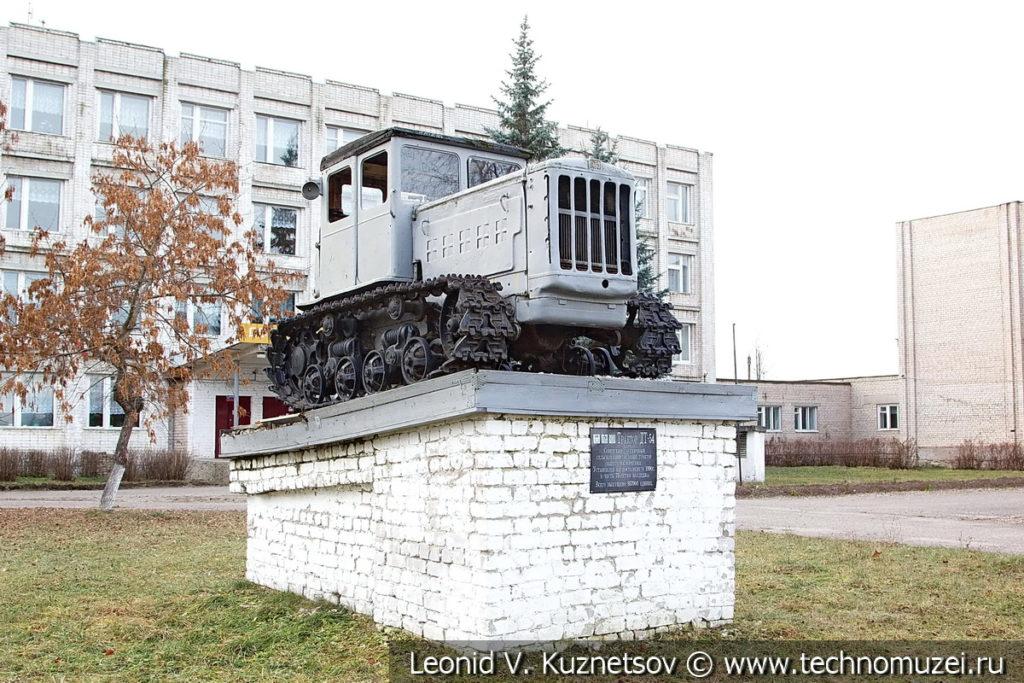 Памятник трактор ДТ-54 в Галиче
