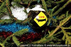 Новогодняя мишура в цветах российского флага