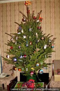Новогодняя елка в стиле техно