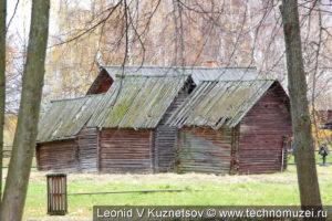 Амбары из деревни Собакино в этнографическом музее Костромская слобода