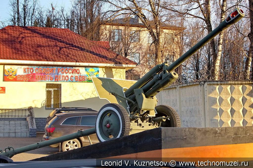 Памятник пушка ЗиС-3 в Костроме