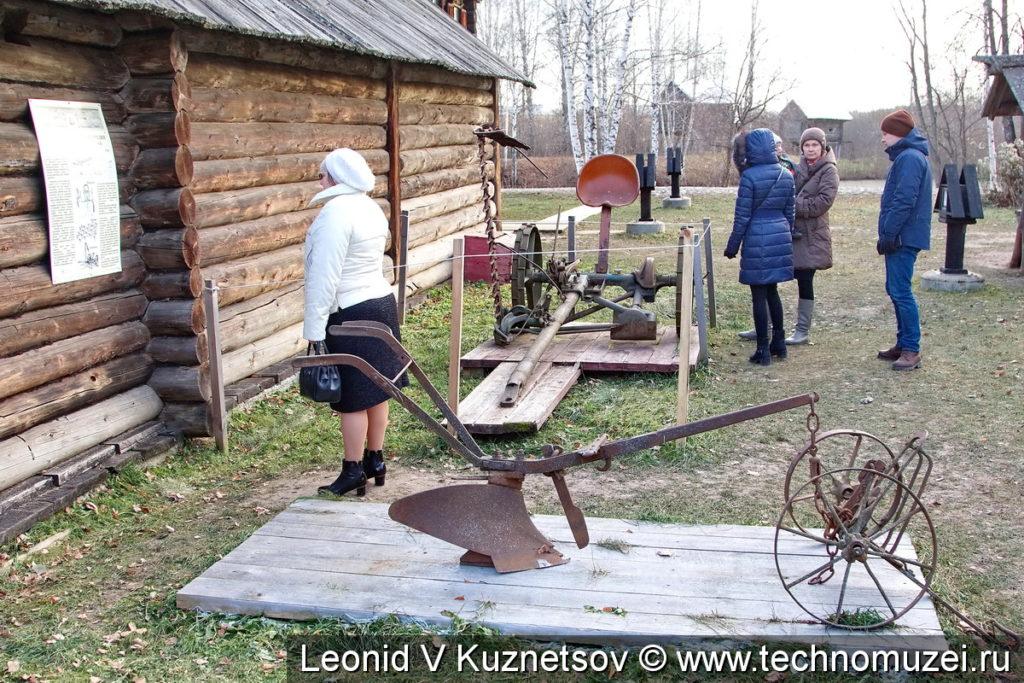 Старинная сельхозтехника в Костромской слободе