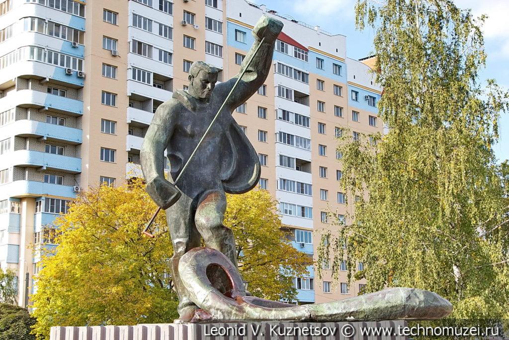 Памятник металлургу в Орле