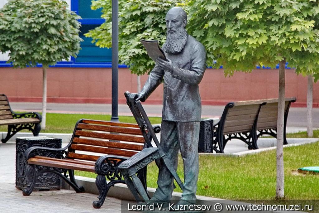 Скульптура Афанасия Фета в Литературном сквере у Орловского ГРИНН Центра