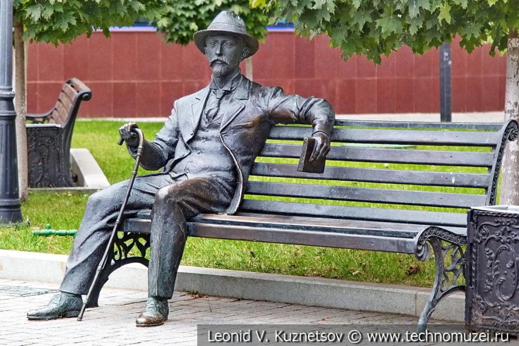 Скульптура Ивана Бунина в Литературном сквере у Орловского ГРИНН Центра