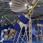 Низкоорбитальный спутник связи Гонец-М в музейном комплексе парка Патриот