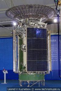Телекоммуникационный спутник-ретранслятор двойного назначения Луч-2 в музейном комплексе парка Патриот