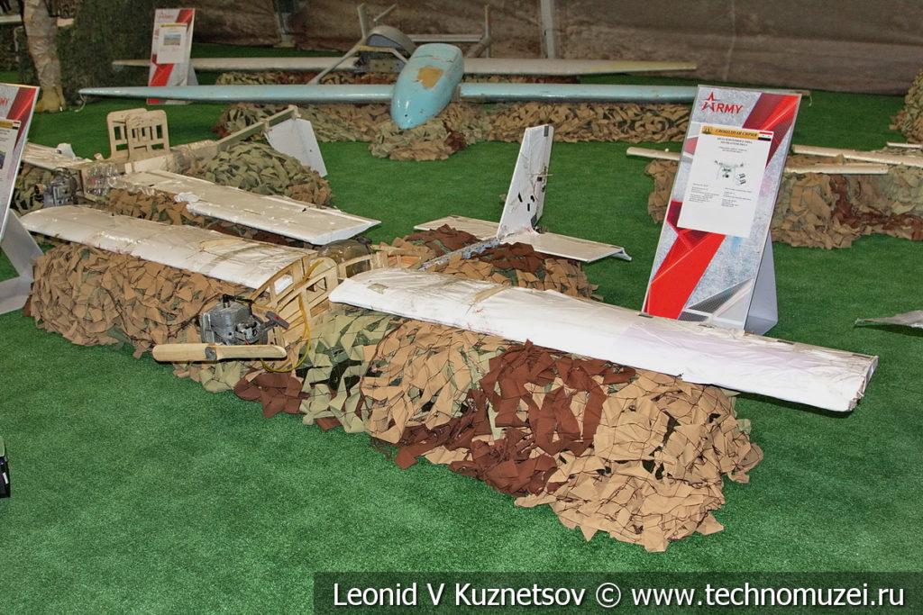 Сбитый беспилотный летательный аппарат боевиков на выставке сирийских трофеев в парке Патриот