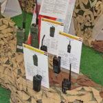 Средства телефонной и радиосвязи боевиков на выставке сирийских трофеев в парке Патриот