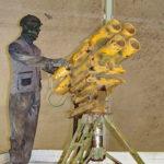 Пусковая установка 110-мм реактивных снарядов в кузове пикапа на выставке сирийских трофеев в парке Патриот
