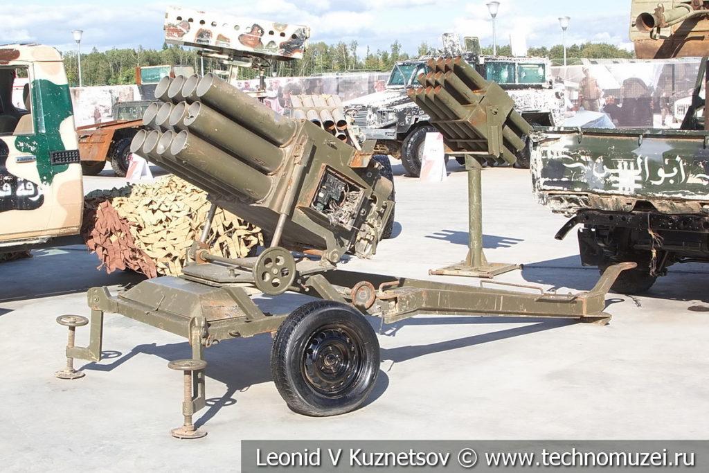 Пусковая установка реактивных снарядов на колесном лафете на выставке сирийских трофеев в парке Патриот