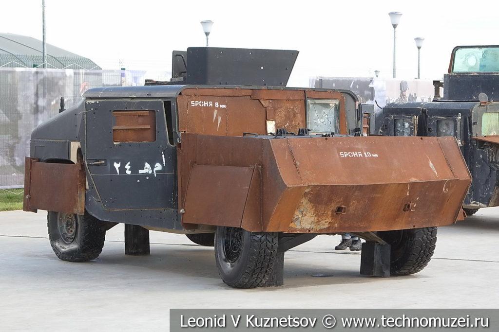 Самодельный бронеавтомобиль боевиков на шасси HMMWV M1151 на выставке сирийских трофеев в парке Патриот