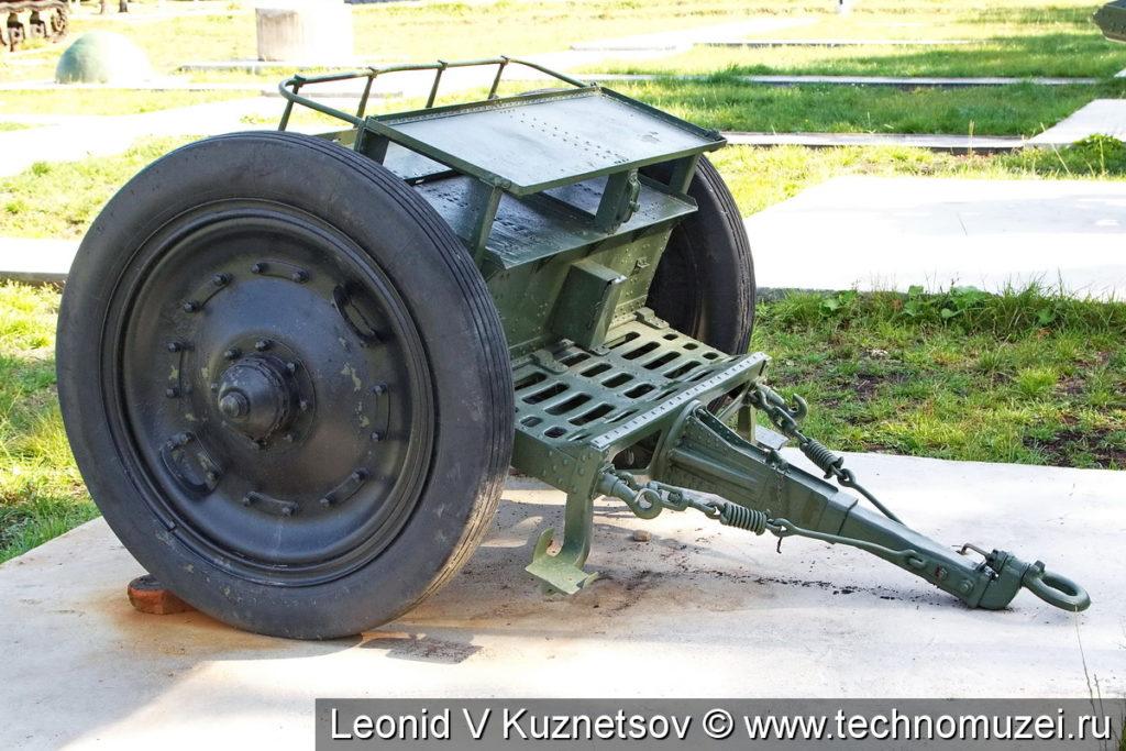 Передок полевой гаубицы в Ленино-Снегиревском военно-исторического музее