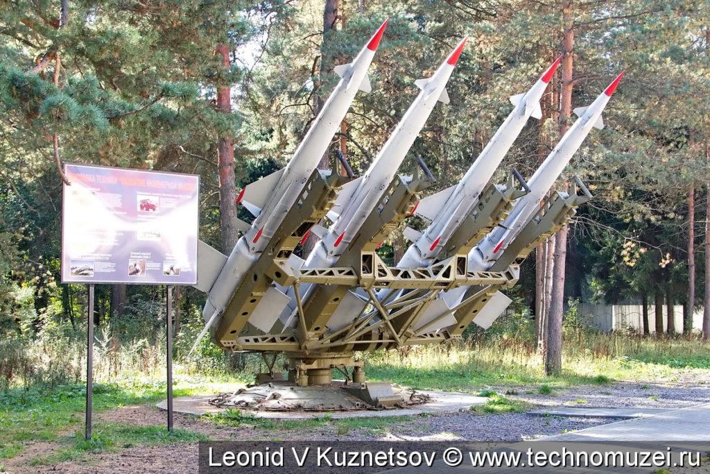Четырехбалочная пусковая установка зенитных ракет комплекса С-125 в Ленино-Снегиревском военно-историческом музее