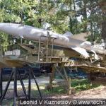Ракета зенитного комплекса С-75 на транспортном прицепе ПМ-11 в Ленино-Снегиревском военно-историческом музее