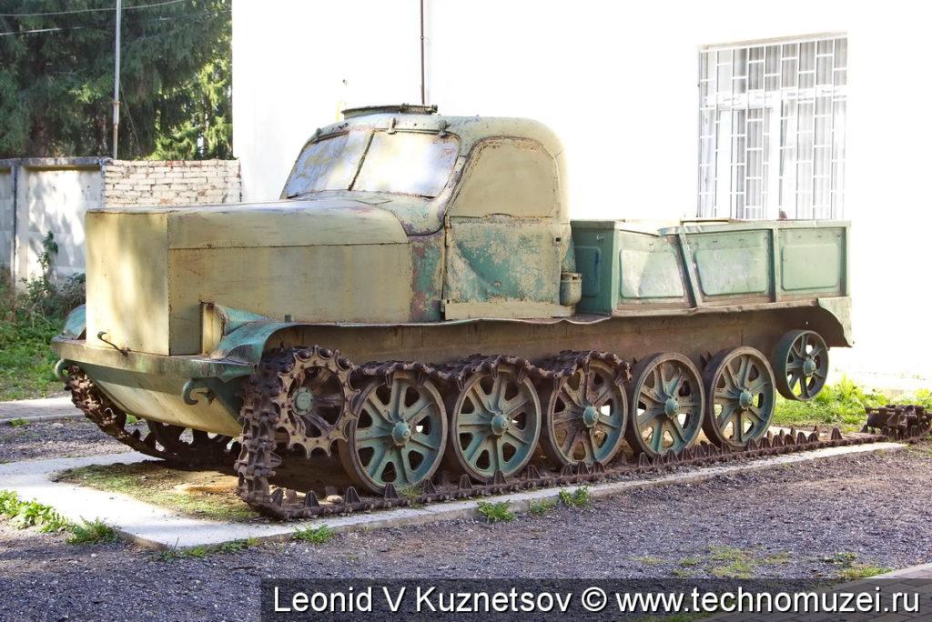 Тягач АТ-Т в Ленино-Снегиревском военно-историческом музее