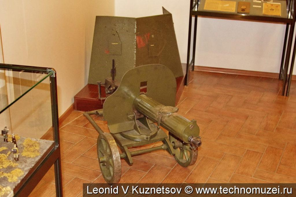Пулемет Максим и бронещиток в Ленино-Снегиревском военно-историческом музее